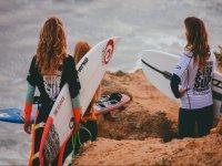 女性网民冲浪类女孩