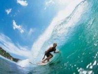 Siente la sensacion de surfear las olas