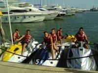 摩托艇准备旅行团滑水水上摩托