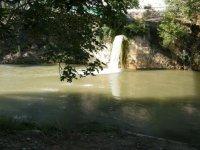 cascada en el rio