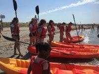 Kayak con los alumnos del campamento