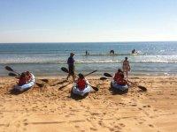 Peques por parejas en kayak