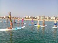 Yoga sobre tabla y paddle surf