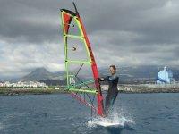 Alumna del curso de windsurf