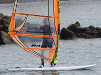 Entrenando con tabla de windsurf