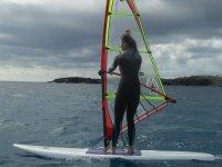 Manteniendo el control de la tabla de windsurf