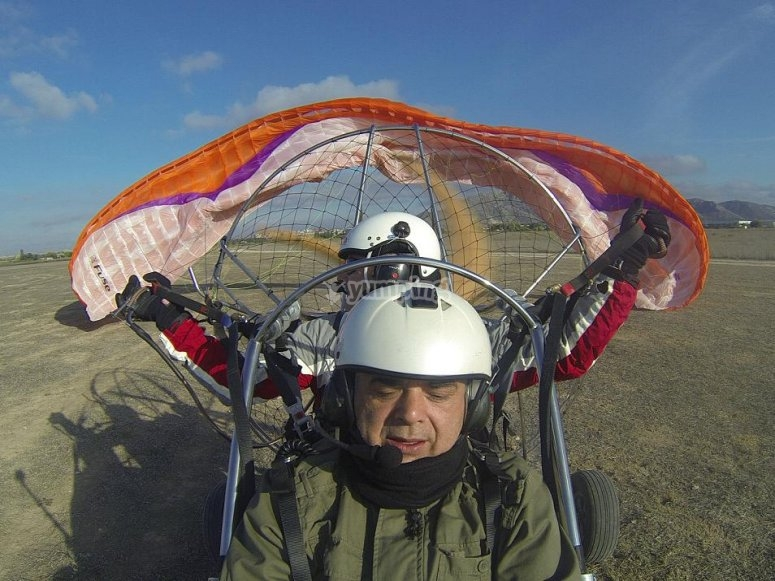 Avvio del volo con paramotore