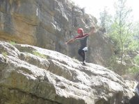 Salta desde las rocas