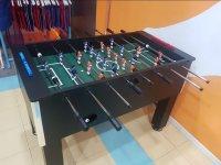 Futbolín en la sala de fiestas