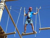 Actividades en el parque de cuerdas con tirolina