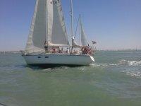 帆船沿着Costa de la Luz行走