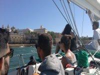 Contemplando la Bahia de Cadiz desde el barco