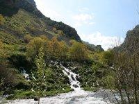 rio picos de europa entre macizos