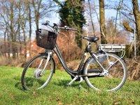 有篮子的自行车