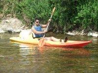 Navegar en canoa individual en el Sella