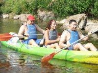 Diversión en canoa de 3 plazas