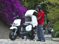 Mensajero con moto electrica