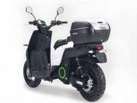 斜挎带电动摩托车滑板车电动滑板车与手提箱