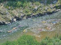 tutte le canoe lungo il fiume