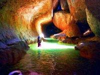 在Peonera速降瀑布Mascun跃起的Guara