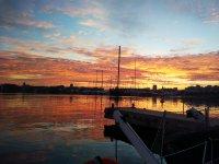 帆船之旅之后的日落