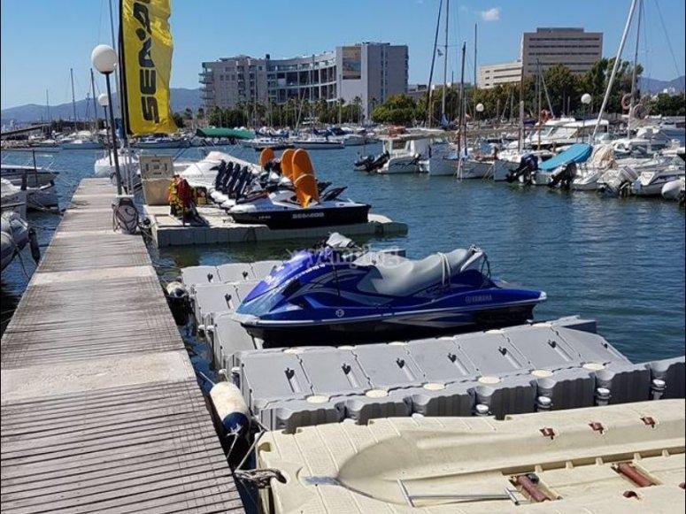 Motos nauticas en el puerto de Mallorca