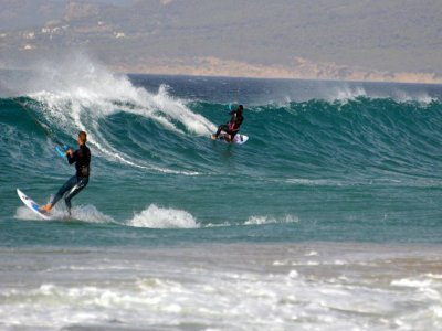 Clase de kitesurf para principiantes en Tarifa 3h