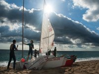 Navegar a vela por la playa de Badalona 2 h