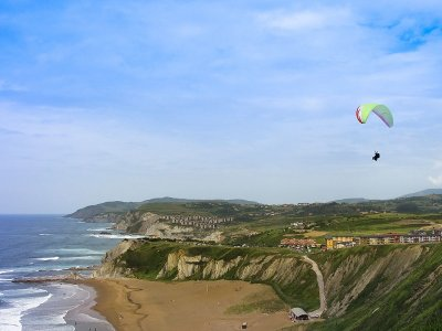 20-Minutes Paragliding in Orio or Zarautz & Video