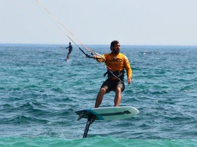 Lezioni private di kitesurf in alluminio a Tarifa, 1 ora