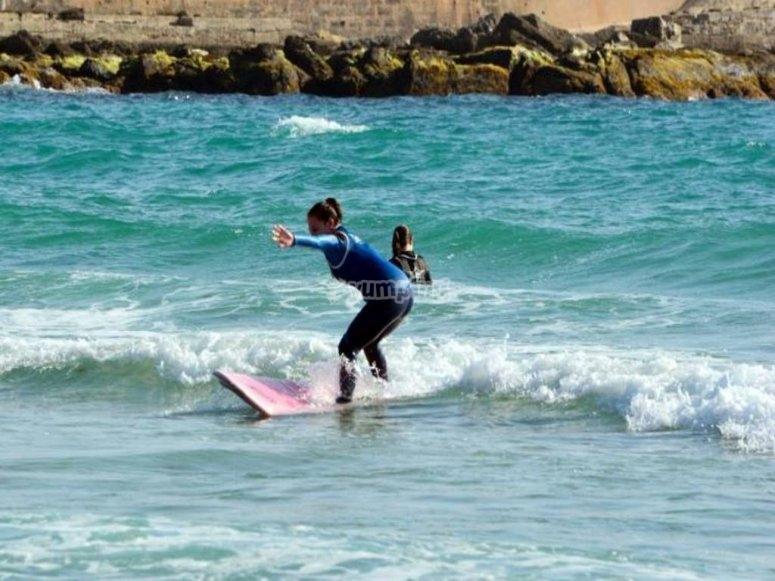 任何级别的冲浪课程