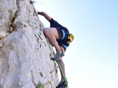 Escalada en vías largas en Sierra de Toix y Marín