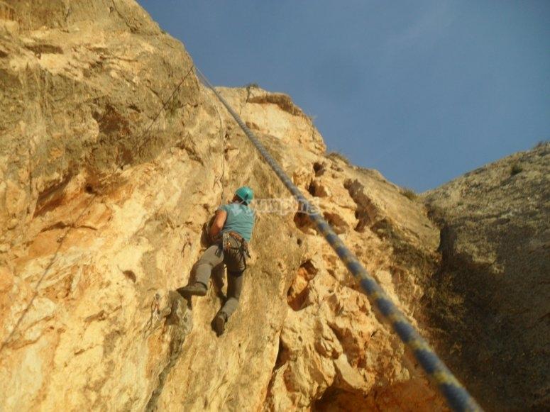 escalada con equipo y monitor