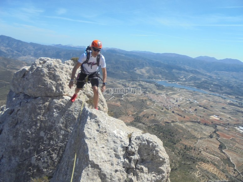 en la cima de la cresta