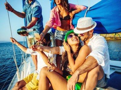 Noleggio barche a vela a Costa Garraf 4 ore e picapica