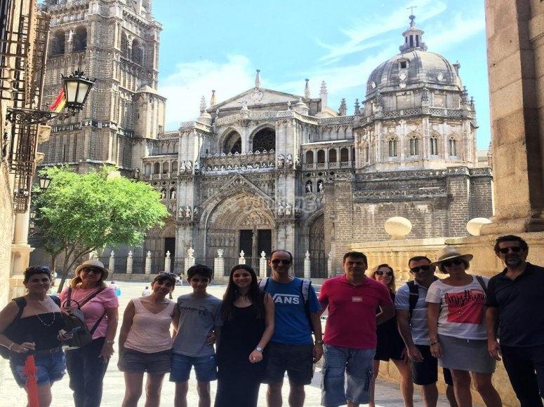Frente a la catedral