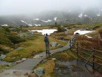 camminando lungo le strade di montagna