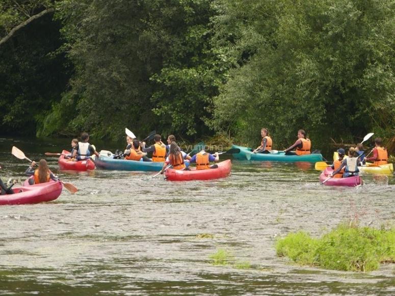 Grupo de canoas
