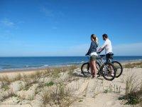 骑自行车探索布拉瓦海岸
