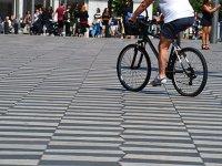 游览巴塞罗那市骑自行车
