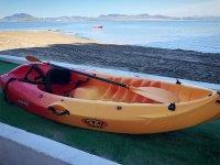 Préparé pour un après-midi de kayak