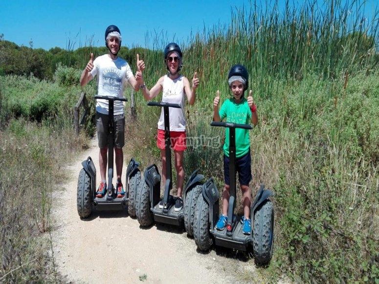 Familia en segway por el campo de Huelva