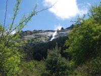 塞哥维亚水瀑布对岩石
