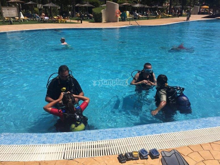在马萨贡游泳池里的洗礼