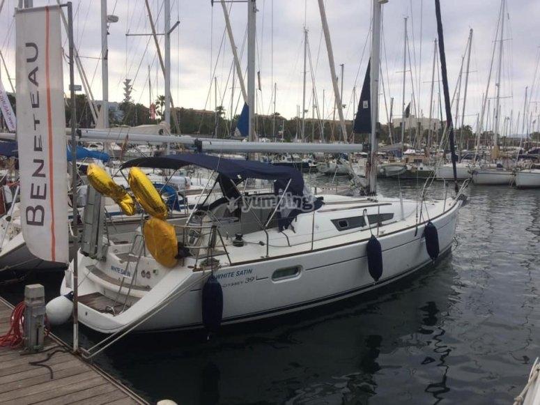 Paseo en velero especial parejas Barcelona