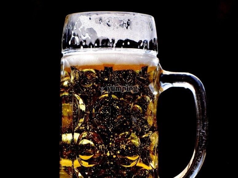 cerveza en jarra muy fria