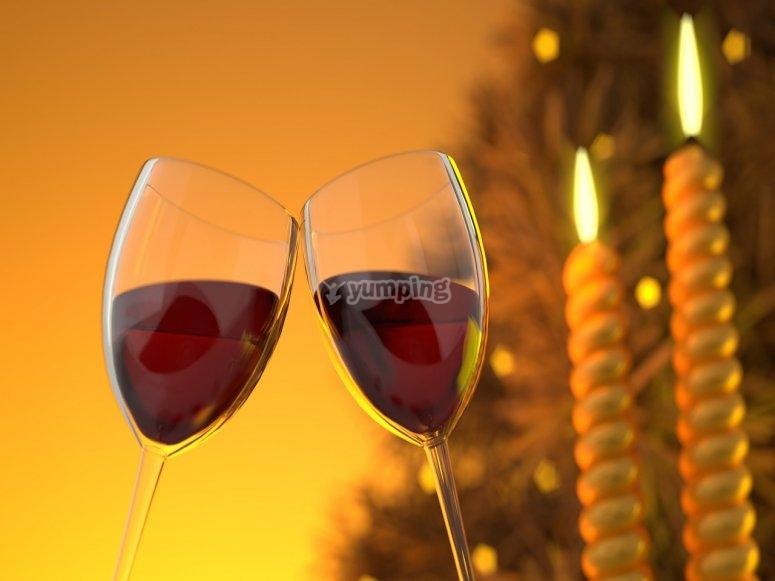 dos copas que brindan