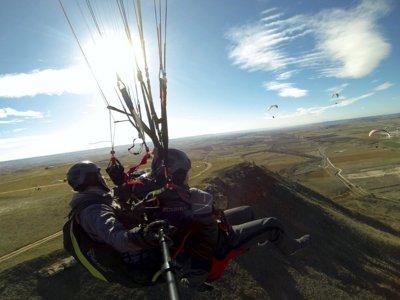 在Alarilla的滑翔伞洗礼飞行