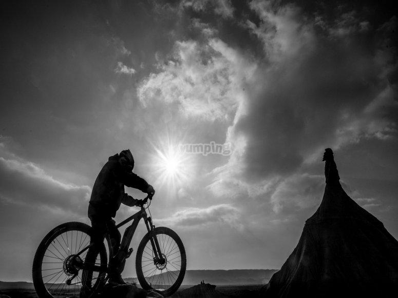 paseo con la bici al atardecer