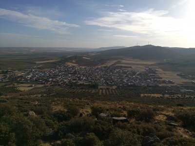 在San Carlos del Valle观景点徒步旅行